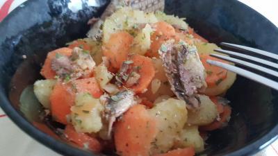 Pommes de terre et carottes en salade