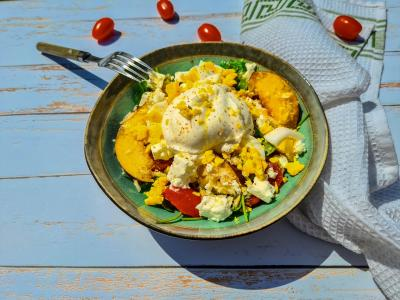 Salade roquette tomate peche et burrata 1 sur 1