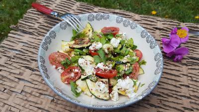 Salade tomates courgettes et chevre