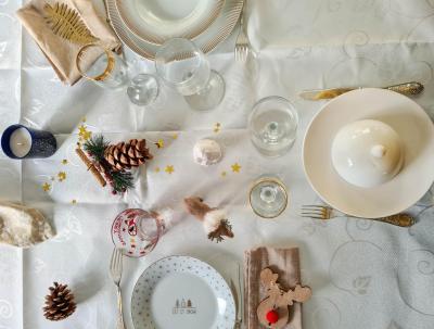 Table blanc et dore 1 sur 1